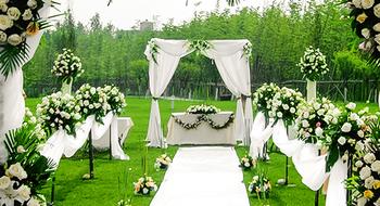 合聚传媒金河湾湿地草坪婚礼